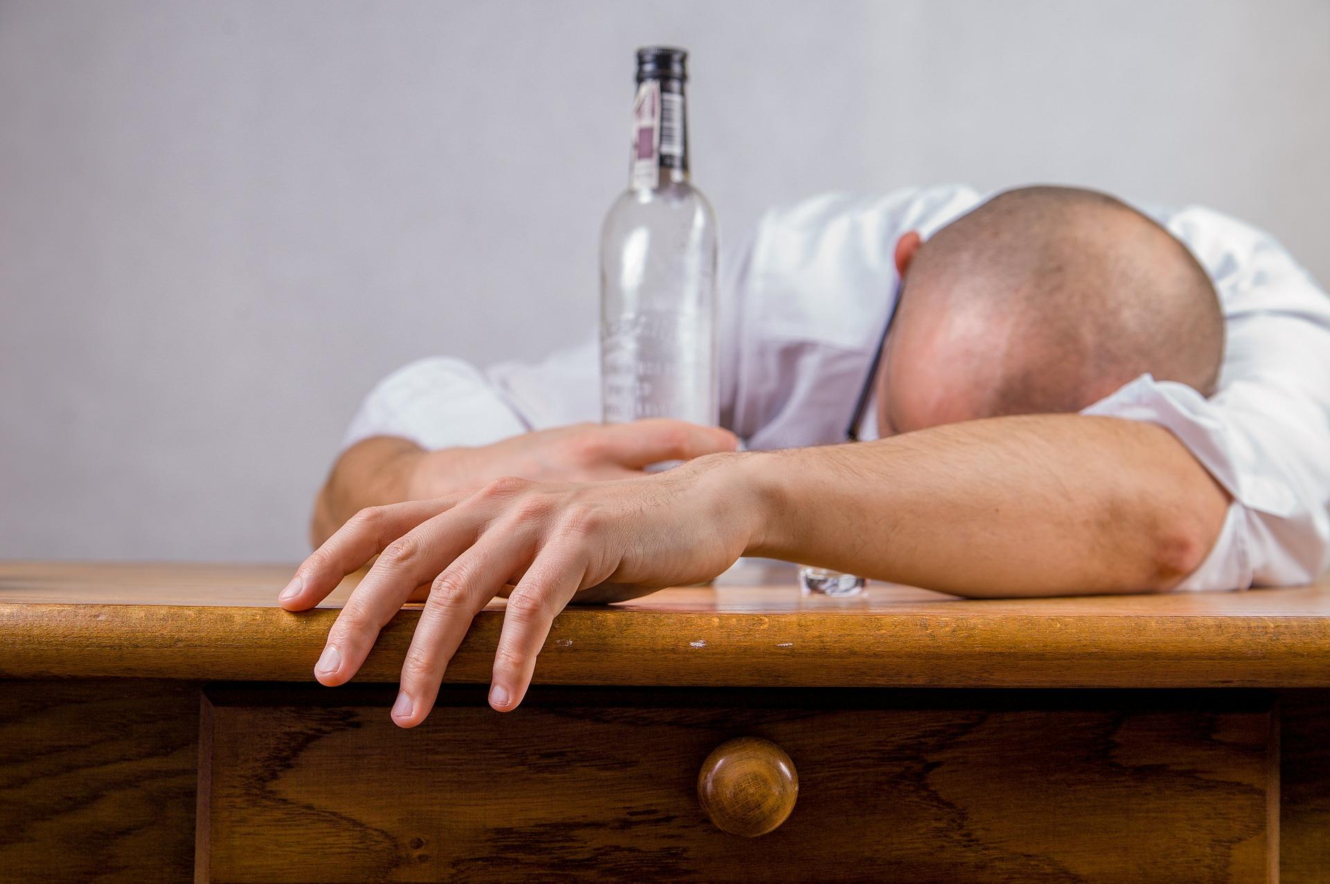 Cause della caduta dei capelli: gli alcolici