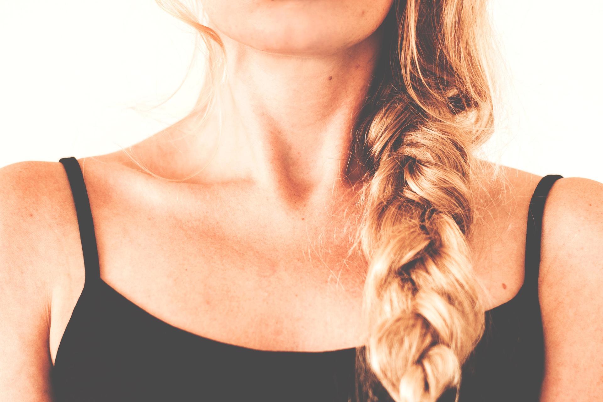 Caduta dei capelli donna: la tiroide