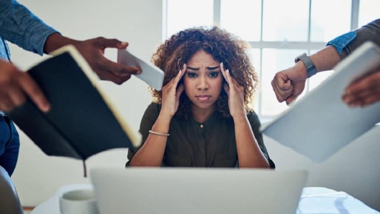 Caduta capelli donne per stress