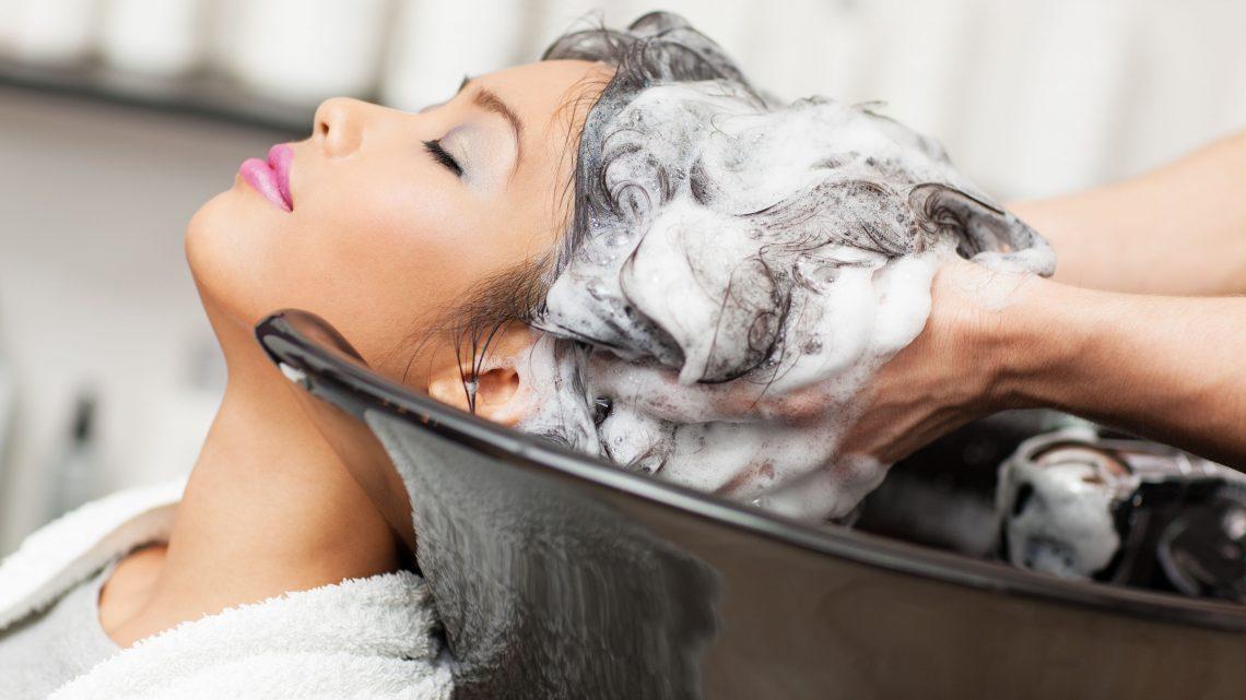 Lo shampoo giusto per i nostri capelli: una decisione da non prendere sottogamba
