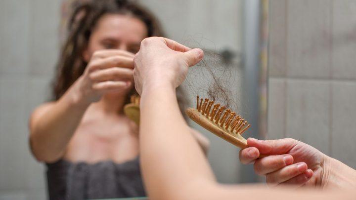 Vitamine e capelli diradati